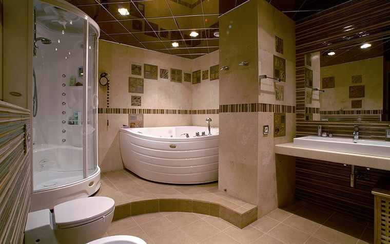 Угловая ванна в ванной комнате