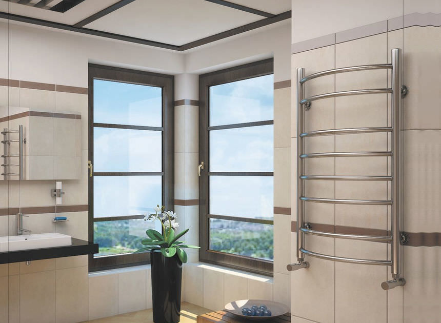 Ванная комната с водяным полотенцесушителем
