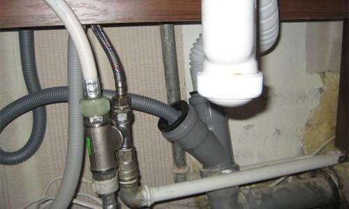 Как сделать слив к канализационной трубе 140