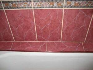 Керамический бордюр в ванной