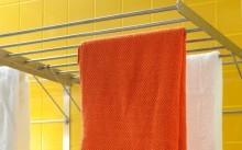 Полотенце на настенной сушилке