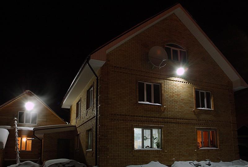 дом со светодиодным прожектором