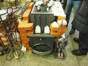 Печь на дровах в магазине