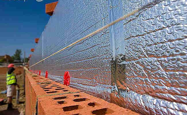 Утепление стен фольгированным утеплителем